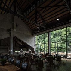 Huge industrial dining hall in a hotel converted from a disused sugar mill built in the in Yangshuo County, Guilin, China In China, China 2017, Cabinet D Architecture, Interior Architecture, Chinese Architecture, Restaurants, Industrial Dining, Industrial Style, Asian Decor