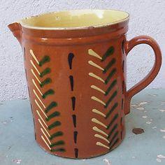 Pot à lait à décor typiquement savoyard. Terre vernissée.