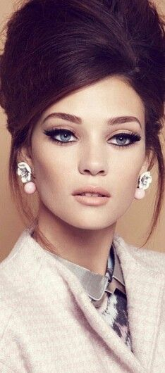 ♡ 1960s - the eyes in this image are really defined by the use of thick liquid liner and lots of fake eye lashes, this make the eyes the dominant feature in this picture which captures the 60's concept. The soft and subtle pink shades on the face allow the eyes to stand out and the foundation makes the skin look healthy and glowing.