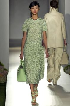 See all the Details photos from Mulberry Spring/Summer 2013 Ready-To-Wear now on British Vogue Fashion Week, Spring Fashion, Fashion Show, Fashion Design, Review Fashion, Runway Fashion, Women's Fashion, Vogue, Suits For Women
