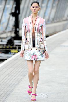 Mary Katrantzou Spring 2011 Ready-to-Wear Fashion Show - Ming Xi