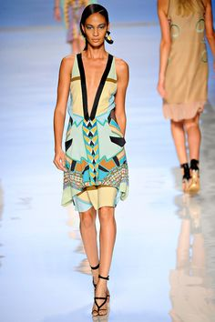 Etro Spring 2012 — Runway Photo Gallery — Vogue
