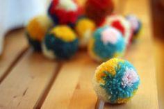 tutorial for Japanese-style patterned pompoms http://blog.mrprintables.com/making-flower-pom-poms-diy-pom-pom-maker/