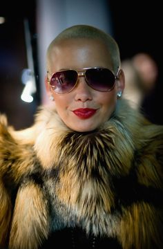 Amber Rose Aviator Sunglasses - Amber Rose paired her furry coat with gold rimmed aviator shades. Ray Ban Sunglasses Outlet, Retro Sunglasses, Amber Rose Sunglasses, Amber Rose Style, Dorothy Rose, Edgy Short Hair, Bald Women, Bald Girl, Celebs