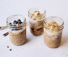 Para todas las recetas es necesario colocar: 1/2 taza de hojuelas de avena 1/2 taza de leche de tu preferencia o yogurt 1/4 cdta de extracto de vainilla En un recipiente con tapa en el refrigerador…