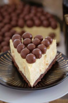 A delicious white chocolate Baileys Malteser Cheesecake that is completely no-bake! Maltesers = the perfect boozy dessert! Maltesers Cheesecake, Malteser Cake, Tiramisu Cheesecake, Cheesecake Bars, Blueberry Cheesecake, Chocolate Cheesecake, Strawberry Tiramisu, Raspberry, Best No Bake Cheesecake