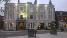 The Kings Head is a hotel on the town square in Wimborne Minster. Wimborne Minster, Hotel King, Hotel Reservations, Restaurant, Bed And Breakfast, United Kingdom, United States, Street View, Cottage
