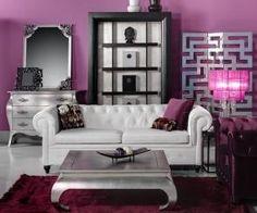 Aquí os muestro los muebles que estarán en mis próximos espacios de diseño. Fijaros en la cómoda de la izquierda en pan de plata y de la lámpara de pie en color púrpura. ¡Son una pasada! ¡Espero que os guste!