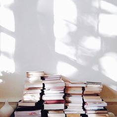 Style and Create - Decor, details & magnificent light Photografy Art, All The Bright Places, 4 Wallpaper, Book Aesthetic, Athena Aesthetic, Beige Aesthetic, Aesthetic People, Light And Shadow, Love Book