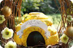 Joli gâteau sous la forme d'une ruche! Fête thème Maya l'abeille !