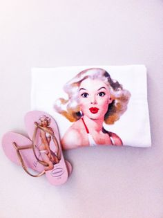 pin-ups go to the beach  by Gil Elvgren & Havaianas