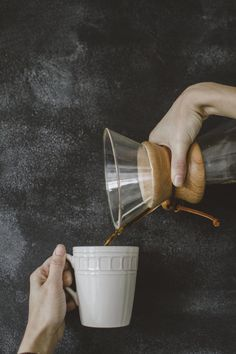 """My next coffee maker """"Chemex"""" Little's Coffee, Coffee And Books, I Love Coffee, Coffee Cafe, Starbucks Coffee, Coffee Break, Coffee Drinks, Coffee Shop, Coffee With Friends"""