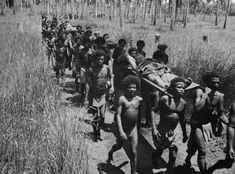 The indigenous people of Papua New Guinea saved hundreds of wounded soldiers in WWII Rare Historical Photos, Angel Guide, Fuzzy Wuzzy, Anzac Day, Papua New Guinea, World War Two, Writing A Book, Troops, Wwii
