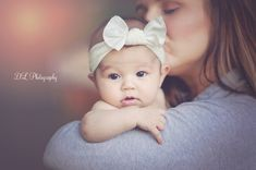 Mother and daughter photograph, mother and daughter photoshoot, newborn photography, 3 month old photo ideas, 3 Month Old Baby Pictures, Three Month Old Baby, Baby Family Pictures, 6 Month Baby Picture Ideas, Baby Month By Month, 3 Month Photos, Milestone Pictures, Foto Newborn, Newborn Baby Photos