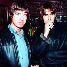 Noel Gallagher Young, Liam Gallagher Oasis, Oasis Band, Britpop, Fictional Characters, Instagram, Green, Fantasy Characters