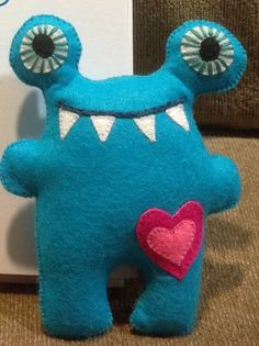 Fun And Easy Sewing Projects For Kids Felt Diy, Felt Crafts, Kids Crafts, Toy Art, Stuffed Animal Patterns, Diy Stuffed Animals, Softies, Monster Toys, Sock Monster