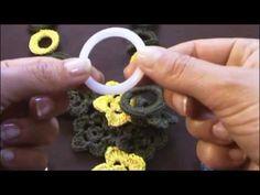 Uncinetto 2.0 - Collana a uncinetto con fiori e anelli rivestiti