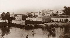 Uma foto da Rua 25 de Março antes da canalização do Rio Tamanduateí em 1910.