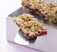 Raspberry oat traybake