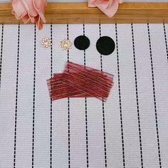 Ribbon Art, Diy Ribbon, Fabric Ribbon, Ribbon Crafts, Flower Crafts, Making Hair Bows, Diy Hair Bows, Diy Bow, Paper Flowers Diy