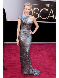 #Oscars2013 #BestDressed #2013_FlashBack : naomi Watss, The Aussie Oscar nom dominated in intergalactic Armani. #Sequinned #Silver