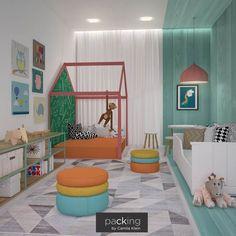 """Nossa cliente sentiu a necessidade de mudar a """"cara"""" do quarto de seus filhos e por isso contatou o @packingbycamilaklein. Para atendar à sua solicitação, nossa equipe deixou o local bem colorido, com brinquedos  , pôsteres e móveis confortáveis. Um ambiente perfeito para uma criança! #quarto #crianca #packingbycamilaklein"""