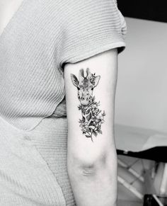 If you're looking to find some cute animal tattoos that will make you go AWW, then you're at the right place. We have an amazing collection of cute animal tattoos waiting, just for you. Pretty Tattoos, Cute Tattoos, Flower Tattoos, Body Art Tattoos, Tribal Tattoos, Sleeve Tattoos, Animal Sleeve Tattoo, Leopard Tattoos, Woman Tattoos