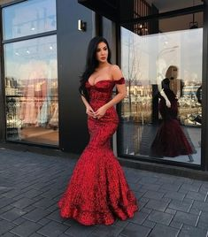 sparkly prom dresses 2020 sweetheart neckline off the shoulder formal dresses arabic party dresses red evening gowns Burgundy Homecoming Dresses, Sparkly Prom Dresses, V Neck Prom Dresses, Elegant Prom Dresses, Long Prom Gowns, Beautiful Dresses, Evening Dresses, Formal Dresses, Party Dresses