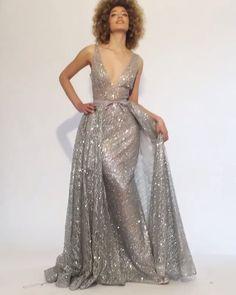 WEBSTA @ fashionistaoverdose - Shine, girl! ✨✨✨Vestido LACRADOR!!! 😱😍 O que acharam, meninas!?....by @teutamatoshiduriqi#cinderella #vestidodeprincesa #cinderelladress #statement #vestidodefesta #fashion #moda #modafeminina #modablogueira #modaparameninas #modaparamulheres #princesa #gown #gowns #statementdress #glitter #vestidodeluxo #vestidobordado #glamour #luxo #luxury #luxurydress #vestidododia #dressoftheday #sparkle #dresses #dress