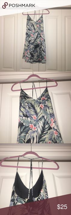 Francesca's Tropical Floral Dress Cute dress, got it a few years ago but doesn't fit my aesthetic anymore. Hit me up for more pics/info Francesca's Collections Dresses