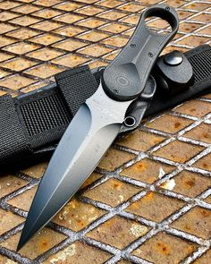 This small undercover #knife is a self-defense tool used during special operations. The operators carrying the knife on their #combat jacket beside the magazine pouches or on the shoulder. The U.T.K. is also carried when the operators are working like VIP bodyguards with civilian clothes . Order: www.knives.it ------------------------------- . #foxknives #coltello #dagger #knife #tacticalgear #tattico #tacticalgear #messer #knivesweekly #knifecommunity #edc #edt #tactical #eve
