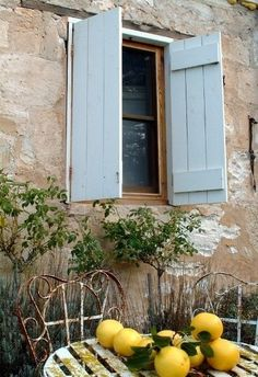 Colors of Provence. So Provence! French Country Cottage, French Countryside, French Country Style, French Farmhouse, Country Charm, Country Life, Cottage Style, French Style Homes, Cottage Farmhouse
