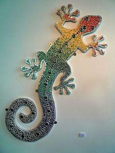Afbeeldingsresultaat voor reptil on stone mosaic