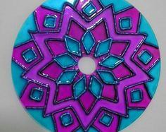 Fika the Dika - For a Better World: Mandalas on CDs Mandala Pattern, Mandala Design, Mandala Art, Stained Glass Paint, Stained Glass Designs, Cd Crafts, Diy Arts And Crafts, Recycled Cds, Dollar Tree Decor