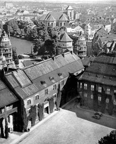 Hof of the castle seen from the tower. The Schlossteich is visible above, left. Beautiful Buildings, Beautiful Places, East Germany, City Scene, Historical Pictures, Old City, Vintage Pictures, Old Town, Old Photos