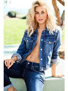 Julianne Hough looks amazing in her blue denim jacket photoshoot. Sexy Jeans, Julianne Hough Hot, Look Fashion, Fashion Beauty, Girl Fashion, Julianna Hough, Jean Sexy, Femmes Les Plus Sexy, Shape Magazine