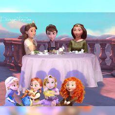 Sisters: Arianna, Iduna, and Elinor with their girls. Arianna with Rapunzel. Iduna with Elsa and Anna. Elinor with Merida. Disney Nerd, Disney Jokes, Disney Fan Art, Disney Pixar, Frozen Disney, Princesse Disney Swag, Walt Disney Princesses, Modern Disney Characters, Disney Crossovers