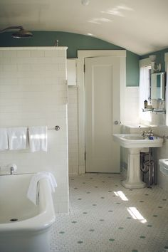 Old school bathroom from 1920s...this is kind of the look I want in my second bathroom. I have a 1916 house and this would look great.