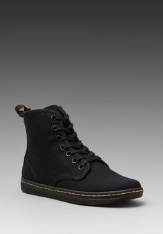 promo code be55c 4020f DR. MARTENS Shoreditch 7-Eye Sneaker in Black at Revolve Clothing Calzas,  Moda