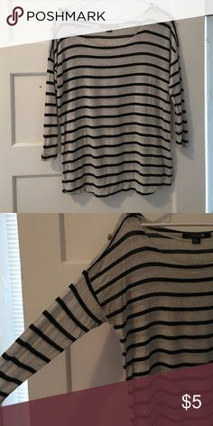 Forever 21 top Great top for work or going out! Forever 21 Tops Blouses