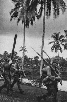 IJA Soldiers during the invasion of the Dutch East Indies, 1942.