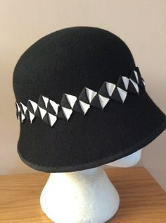 d950e2350e81e Black woo felt cloche with petersham trim
