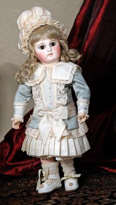 SUPERB FRENCH BISQUE PREMIERE BEBE WITH DRAMATIC - 2