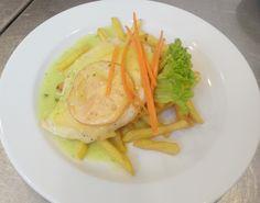 Denné menu Vranov | Gratinované kuracie prsia s paradajkou a syrom, zemiakové hranolky #DenneMenu #Restauracia #DenneMenuVranov