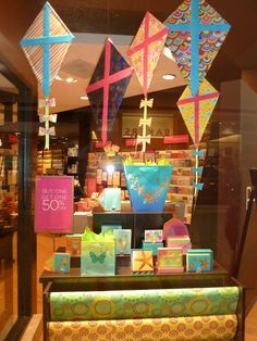 A BEAUTIFUL LOFTY THING | Papyrus' cute kite themed window with a great mix of colors & patterns. #visualmerchandising