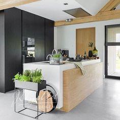 Mooie kleurencombi en set-up. Projecten | RhijnArt Keukens uit Kesteren
