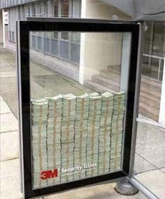 3M deixa dinheiro no ponto de ônibus ~ divulgar vidros de seguranca