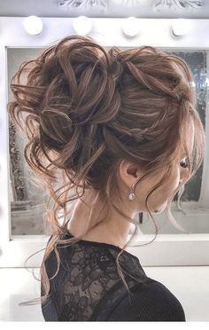 The most romantic updo to get an elegant look 44 Messy updo hairstyles &; The most romantic updo to get an elegant look Deb Costanzo Hair 44 Messy […] bun hairstyles for long hair Bridal Hair Updo, Wedding Hair And Makeup, Prom Hair Updo Elegant, Hair Styles For Wedding, Messy Wedding Hair, Wedding Updo Hairstyles, Elegant Updo, Wedding Hair Updo With Veil, High Updo Wedding