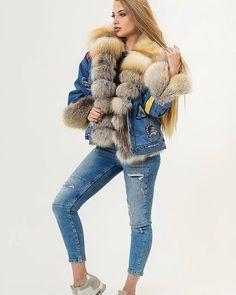Would like to wish everyone a Merry Christmas⛄️❄️  Hope you all enjoy your Holidays.⛄️☃️#fur #furcoat #furfashion #furcollar #lynx #lynxfur #mink #minkfurcoat #minkfur #pellicce #pieles #piel #pelz #pelzmantel #nerzmantel #nerz #futro #futra #foxfur #foxfurvest #sable #sablefur #rabbitfur #lynx #lynxfur #chinchilla #beaverfur