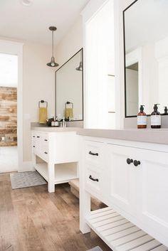 14 fabulous modern farmhouse bathroom vanity ideas - Room a Holic Modern Farmhouse Design, Modern Farmhouse Bathroom, Modern Bathroom Decor, Bathroom Trends, Bathroom Interior Design, Modern Room, Bathroom Ideas, Bathroom Designs, Modern Decor